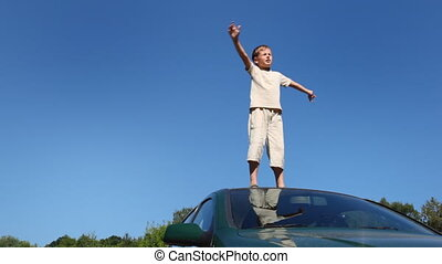 passager, sien, stands, garçon, voiture, toit, large, mains part