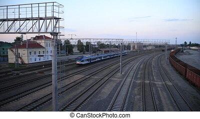 passager, train électrique, moderne, station, dépassement