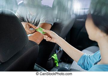 passageraren, använda, lön, kreditera, kosta, resande, kvinnlig, kort