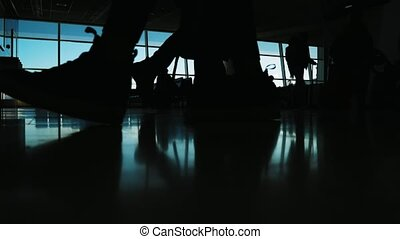 passagers, gens, valises, -, aérogare, fenêtre, devant