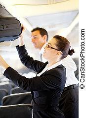 passagier, vriendelijk, bediende, vlucht, portie