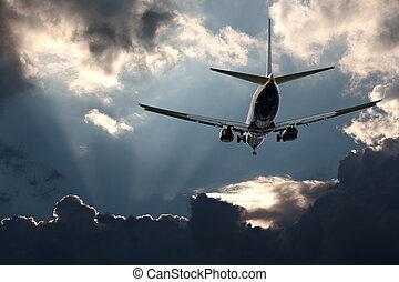 passagierdüsenflugzeug, stürmischer himmel, gegen, landung