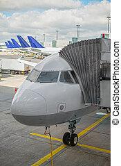 passagierflugzeug, in, der, flughafen.