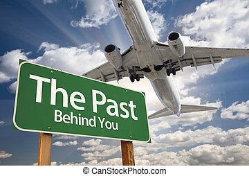 passato, verde, segno strada, e, aeroplano, sopra