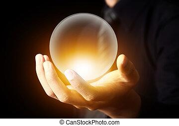 passe segurar, um, bola cristalina