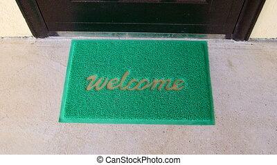 passen, deurmat, thuis, welkom, door, vrouwlijk, koffer, voorkant, reiziger