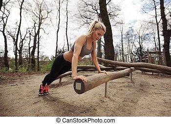 passen, jonge dame, het uitoefenen, in park