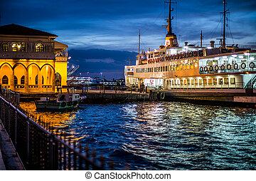 passenger ship - passenger get off ship