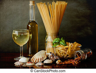 Pasta alla marinara with clams and white wine