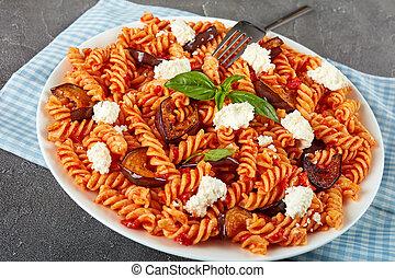 Pasta alla Norma with eggplant slices