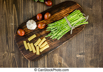 Pasta, asparagus and other vegetables