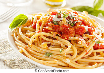 pasta, bucatini, amatriciana, zelfgemaakt
