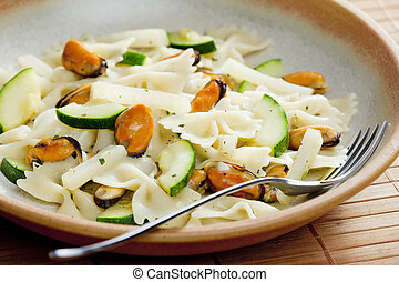 pasta farfalle with mussels and zucchini