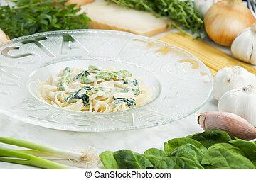 pasta linguine with spinach and asparagus (pasta primavera)