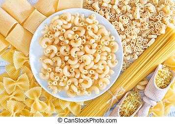 pasta, surowy