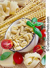 Pasta, tomato and basil