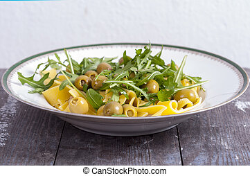 Pasta based on arugula and green olives