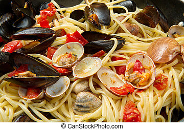 pasta with fresh mollusk and tomatoes sauce