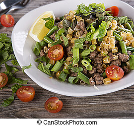 Pasta with ground beef and vegetables