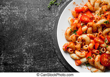 Pasta with tomatoes on a plate.