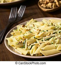 Pasta with Zucchini, Ham and Walnut