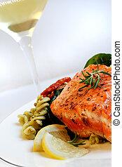 pastas, blanco, salmón, ensalada, vino