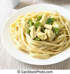 pastas, pollo, salsa, mostaza, fettuccine