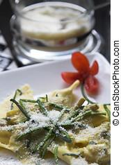 pastas, queso, parmesano