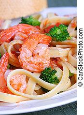 pastas, vegetales, fettuccine, camarón