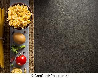 pastas, y, alimento, ingrediente, en, tabla