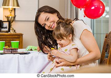 pastel, comida, mujer, hija, cumpleaños