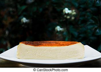 pastel de queso, fondo., blanco, verde, depp, basque, taza, mitad, placa, quemado