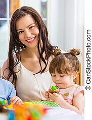 pastel, niña, cumpleaños, comida, madre