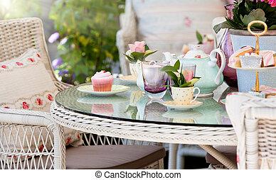 pasteles de té, tarde, exterior