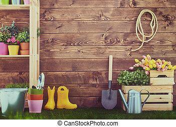 pasto o césped, herramientas de jardinería