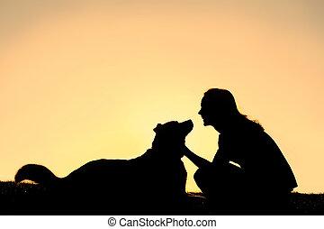 pastor, mulher, silueta, alemão, cão, acariciar, feliz