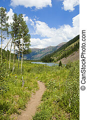 Path by the lake - path by Maroon Lake
