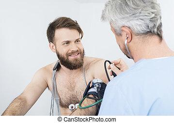 patiënt, arts, controleren, het kijken, druk, bloed