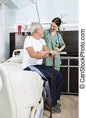 patiënt, en, verpleegkundige, beschouwende elkaar, in, rehabilitatie, centrum