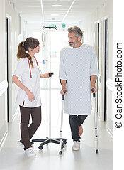 patiënt, gebruik, stok, terwijl, kijken naar, vrouwtje arts