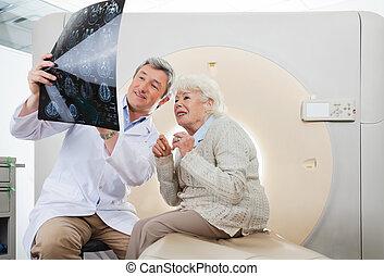 patiënt, scanderen, arts, het kijken, rontgen, ct