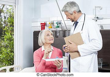 patiënt, vasthouden, geneeskunde, organisator, terwijl, kijken naar, arts