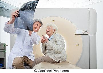 patient, überfliegen, radiologe, ergebnisse, schauen, ct