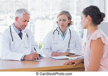 patient, deux, femme, médecins