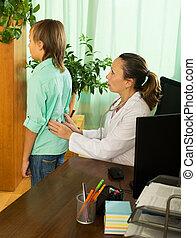 patient, docteur, derrière, toucher, adolescent, mâle