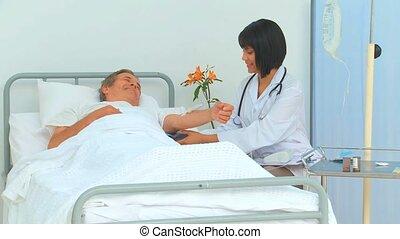 patient, elle, prendre, pression, sanguine, infirmière