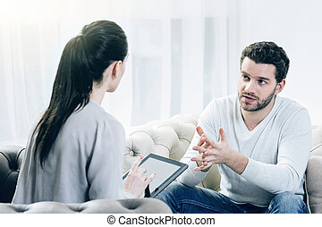 patient, elle, psychologue, écoute, sérieux, attentif