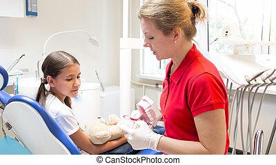 patient, sie, ausstellung, junger, zahnarzt, pädiatrisch, z�hne, modell