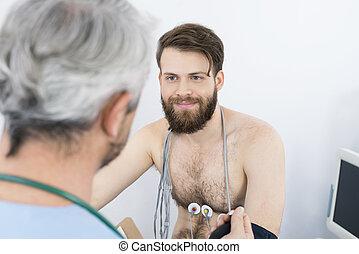 patient, subir, docteur, regarder, quoique, electrotherapy