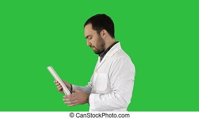 patient, tablette, docteur, monde médical, chroma, écran, healthcare, conversation, vert, key., utilisation, technologie